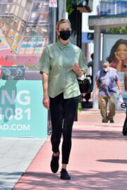 Karlie Kloss Steps Out in Miami 03/24/2021 2