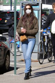 Katie Holmes Out Shopping in New York 03/14/2021 2