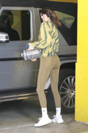 Kendall Jenner Display Her Figure in Olive Green Outfit as She Leaves a Gym in Beverly Hills 03/10/2021 5