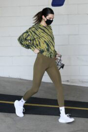 Kendall Jenner Display Her Figure in Olive Green Outfit as She Leaves a Gym in Beverly Hills 03/10/2021 12