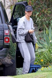 Lara Bingle in Comfy Outfit Out in Sydney 02/25/2021 1