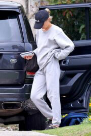 Lara Bingle in Comfy Outfit Out in Sydney 02/25/2021 2