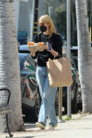 Laura Dern In Black Sweatshirt and Blue Denim Out for Shopping in Los Angeles 03/06/2021 2