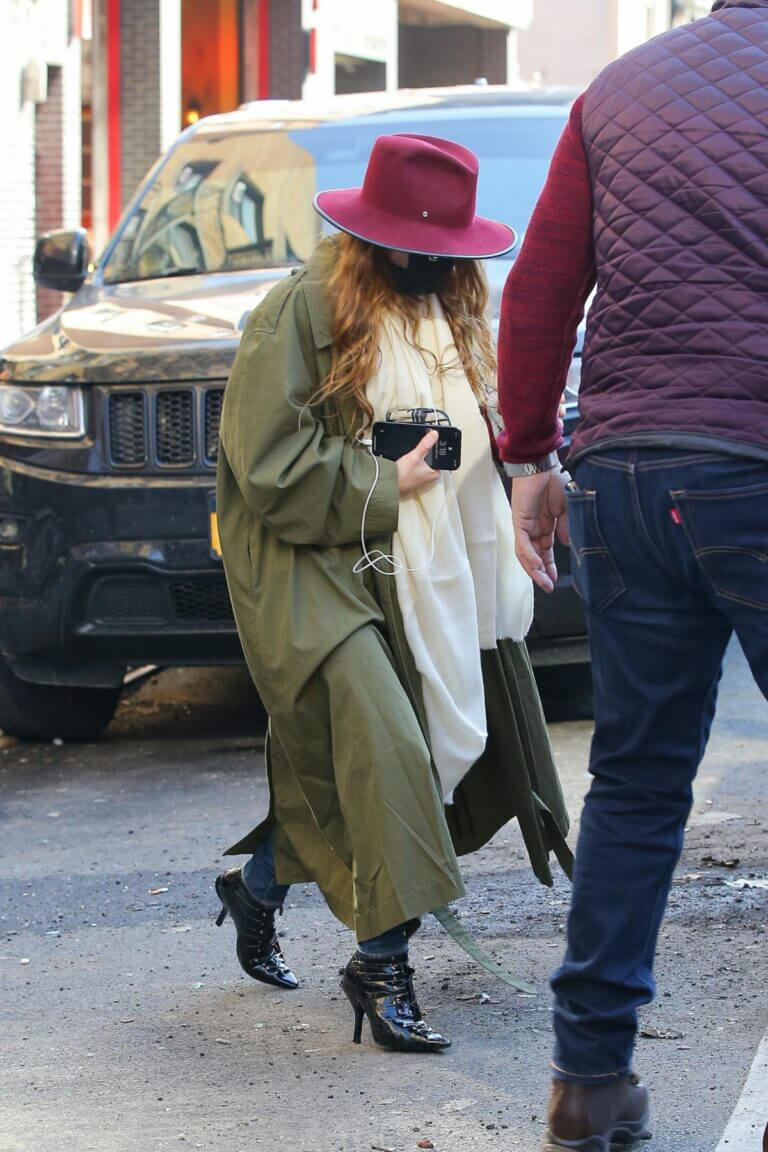 Mary-Kate Olsen in Olive Green Over Coat Out for Iced Coffee in New York 03/10/2021 3