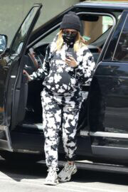Pregnant Ashley Tisdale Wears a Comfy Outfit While Day Out in Beverly Hills 03/10/2021 6
