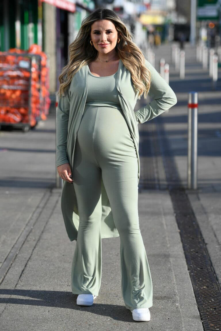 Pregnant Georgia Kousoulou Spotted on the Set of The Only Way is Essex 03/09/2021 7