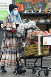 Pregnant Hilary Duff Out for Groceries Shopping in Los Angeles 03/11/2021 3