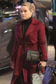 Reese Witherspoon Wraps Up Warm as She Spotted on the Set of 'The Morning Show' in Los Angeles 03/10/2021 5