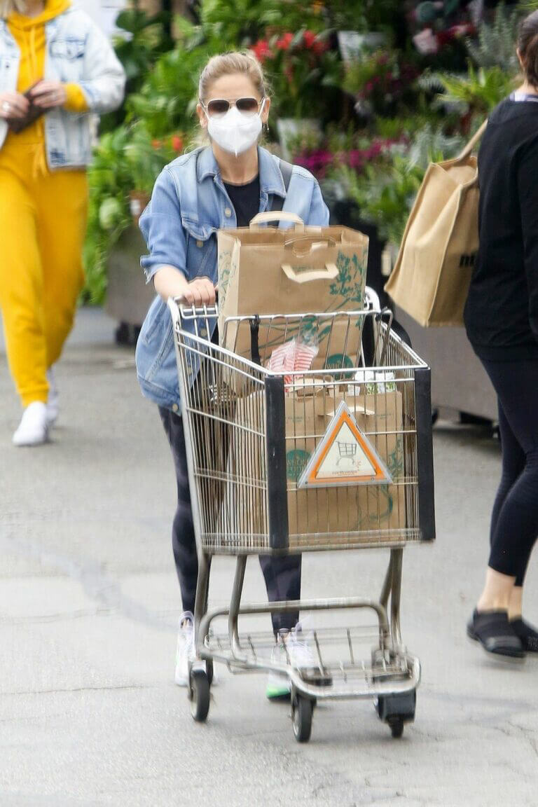 Sarah Michelle Gellar Keeps it Casual as She wears Denim Jacket and Tights during Shopping at Whole Foods in Los Angeles 02/05/2021 5