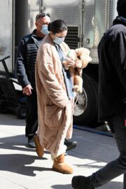 Selena Gomez with her Pet arrives on the Set of 'Only Murders in the Building' in New York 03/10/2021 5