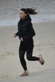 Vanessa Bauer in Black Sportswear Out Jogging at a Beach in Blackpool 03/09/2021 6