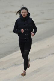 Vanessa Bauer in Black Sportswear Out Jogging at a Beach in Blackpool 03/09/2021 7