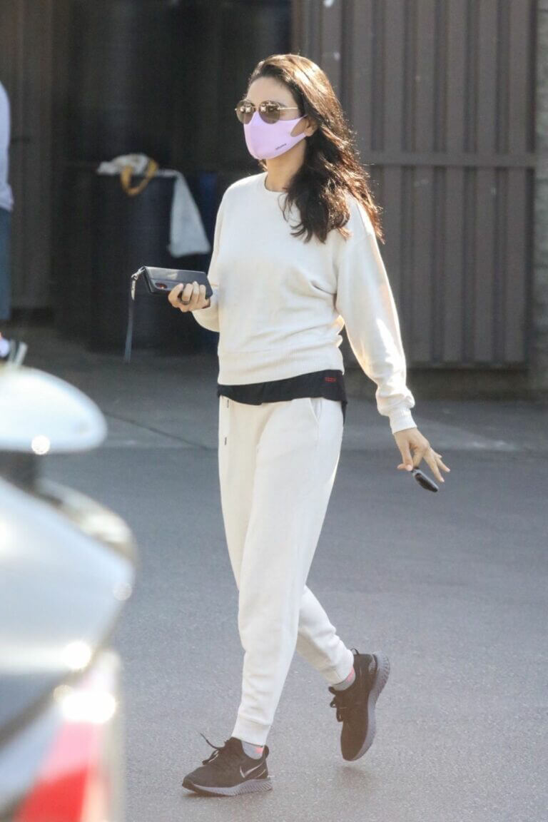 Mila Kunis is Leaving a Skin Care Clinic in West Hollywood 03/19/2021 7