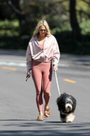 Molly Sims Steps Out with Her Dog in Pacific Palisades 03/18/2021 3