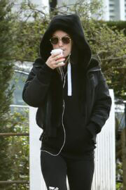 Olivia Wilde is Seen Leaving a Gym in London 03/25/2021 4