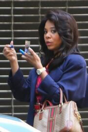 Regina Hall Spotted on the Set of Black Monday in Los Angeles 03/24/2021 7