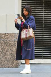 Regina Hall Spotted on the Set of Black Monday in Los Angeles 03/24/2021 10