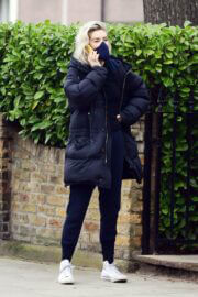 Vanessa Kirby Checking Out Georgian Style 3 Story House in London 03/20/2021 3