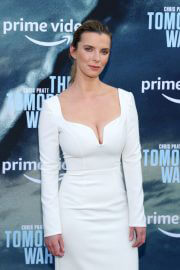 Betty Gilpin attends The Tomorrow War Premiere in Los Angeles 06/30/2021 7