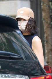Katie Holmes seen in Black Top and White Bottom Out in New York 06/29/2021 2