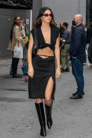 Kendall Jenner flashes her toned abs leaves at Paris Fashion Week 06/30/2021 2