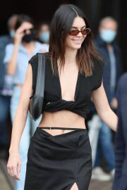 Kendall Jenner flashes her toned abs leaves at Paris Fashion Week 06/30/2021 5