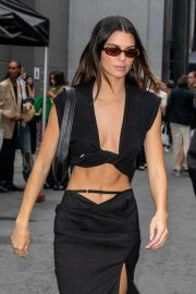 Kendall Jenner flashes her toned abs leaves at Paris Fashion Week 06/30/2021 9