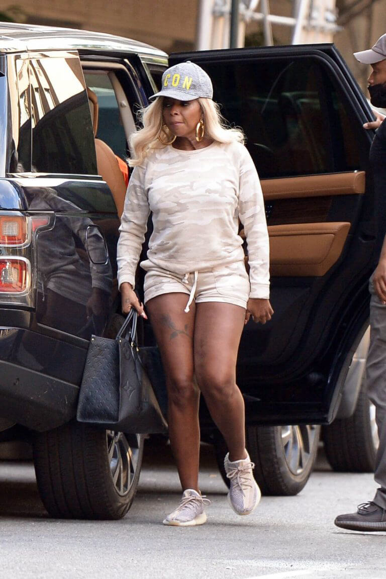 Mary J. Blige Out for Lunch in New York 06/29/2021 7