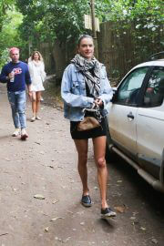 Alessandra Ambrosio Out with Friends in Trancoso 08/02/2021 3