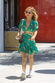 Giada De Laurentiis flashes her legs in Short Dress Out for Lunch in Beverly Hills 08/03/2021 2