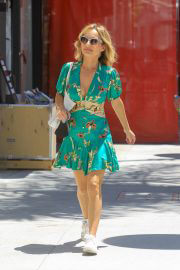 Giada De Laurentiis flashes her legs in Short Dress Out for Lunch in Beverly Hills 08/03/2021 6