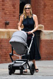 Karlie Kloss Out with Her Baby Levi Kloss in New York 08/03/2021 7
