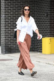 Katie Holmes in White Shirt and Brown Palazzo Out and About in New York 08/03/2021 1