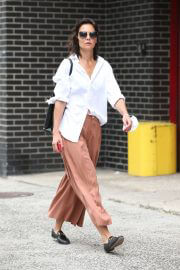 Katie Holmes in White Shirt and Brown Palazzo Out and About in New York 08/03/2021 5