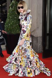 Anna Wintour in Floral Dress Heading to 2021 Met Gala 09/13/2021 3