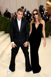 Hailey Bieber and Justin Bieber Walked on the Met Gala 2021 Red Carpet 09/13/2021 5