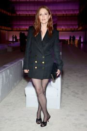 Julianne Moore Attends Tom Ford Fashion Show in New York 09/12/2021 1