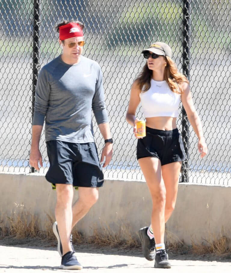 Keeley Hazell and Jason Sudeikis Steps Out Hiking in Los Angeles 09/12/2021 4