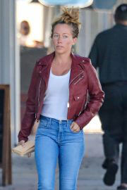 Kendra Wilkinson Out for Shopping in Beverly Hills 09/14/2021 6