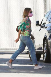 Kristen Bell Day Out for Shopping in Los Angeles 09/14/2021 4
