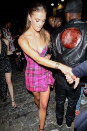 Nina Agdal Heading to a Met Gala Afterparty in New York 09/13/2021 5