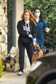 Ariel Winter in Black Hoodie Picking up Her Dogs from Groomer in Los Angeles 09/27/2021 5