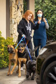 Ariel Winter in Black Hoodie Picking up Her Dogs from Groomer in Los Angeles 09/27/2021 8
