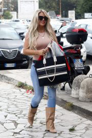 Bianca Gascoigne Arrives at Dancing With the Stars 16 Rehearsal in Rome 09/27/2021 6