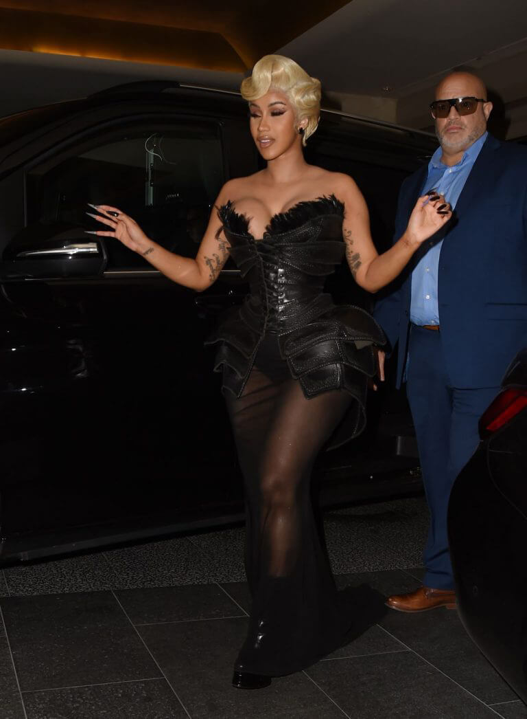 Cardi B Attends Thierry Mugler - Couturissime Photocall at Paris Fashion Week 09/28/2021 9
