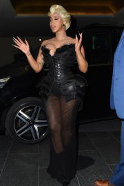 Cardi B Attends Thierry Mugler - Couturissime Photocall at Paris Fashion Week 09/28/2021 10
